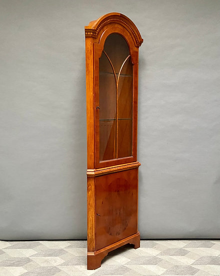 Antique Style Free Standing Corner Cabinet