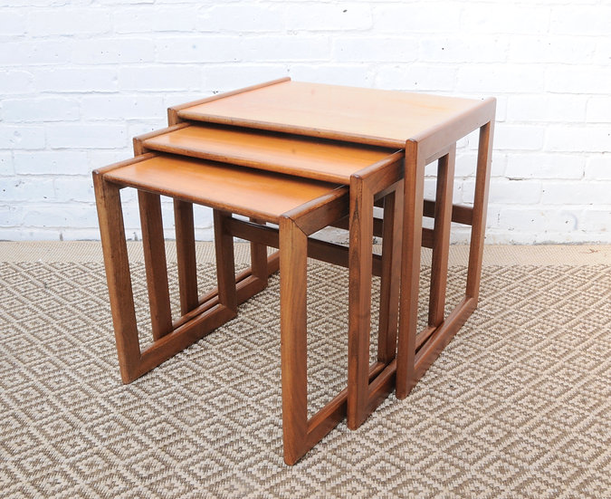 SET OF 3 NESTED SIDE TABLES