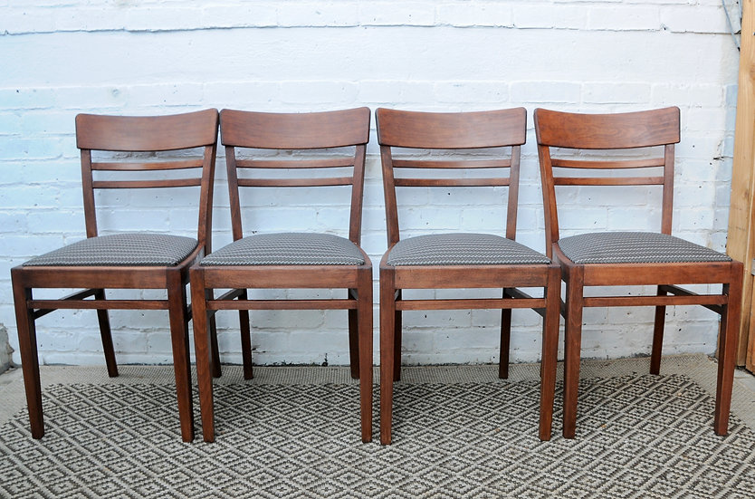 SET OF 4 OAK VINTAGE DINING CHAIRS