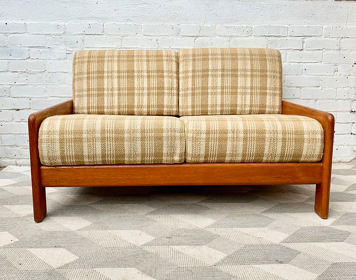 Vintage 2 Seater Sofa Settee Wood Frame #D188
