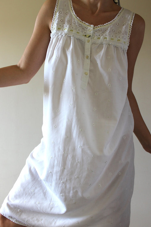 VINTAGE St. Michael Broderie Anglaise Midi Nightgown
