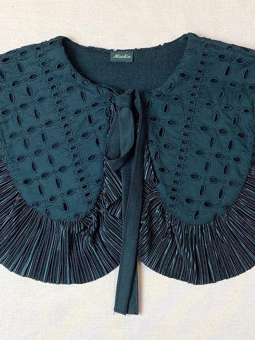 Black Anglaise collar