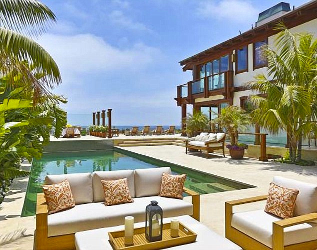 stern brosnan house 1.jpg Collects from Nick Stern from realtor Pierce Brosnan - he has put his Malibu home up for rental Caroline Graham copy