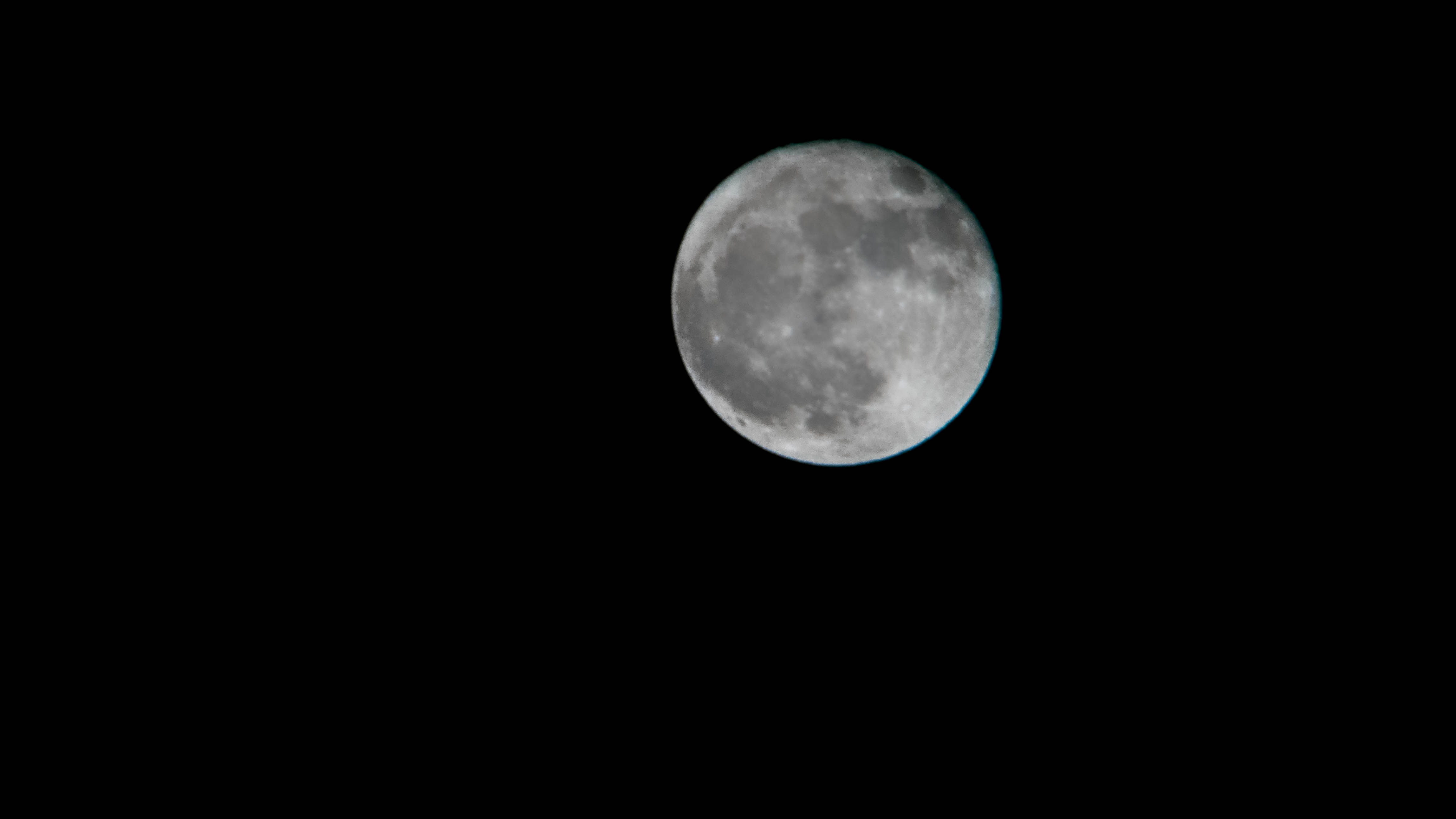 600mm lens, full moon, 4K photograph