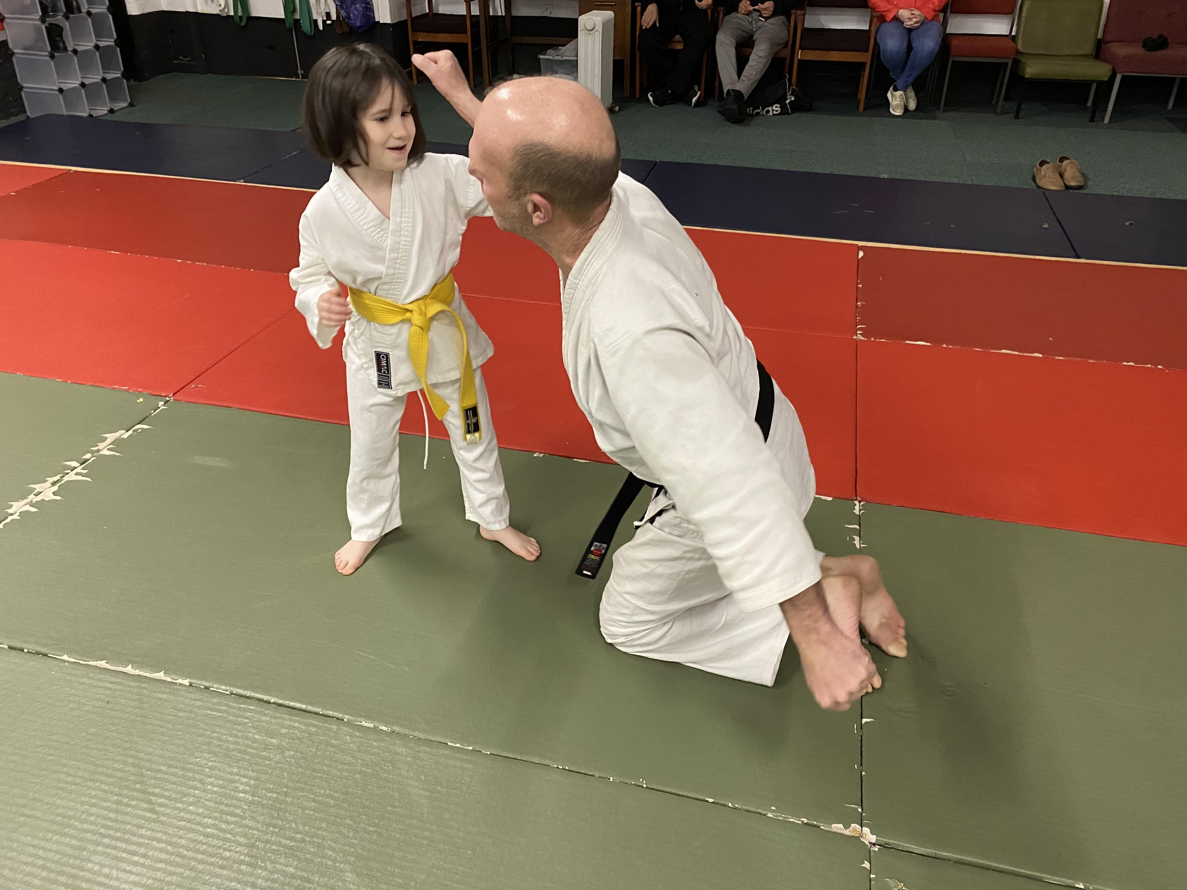 giant vs little girl 1