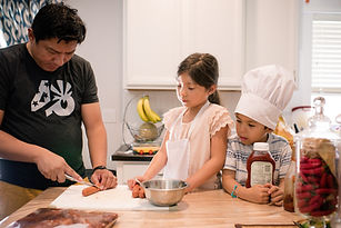kids-helping-dad-cook_t20_GgOee6.jpg
