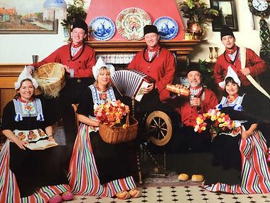 Экскурсия в Волендам, фото в народных костюмах