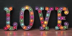 Винтажные буквы с лампочками
