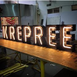 буквы из стали с неоновой подсветкой