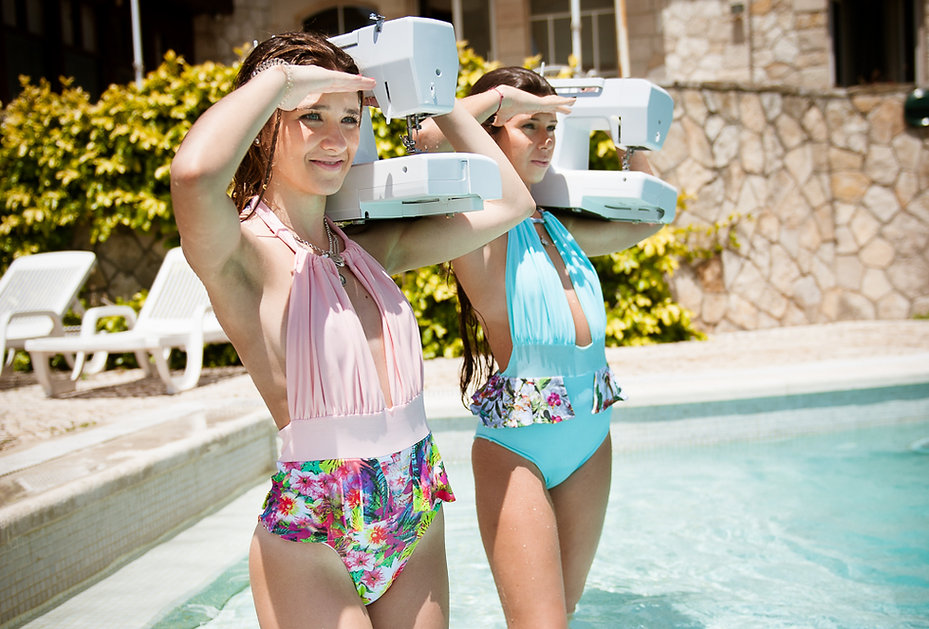 Sessão foografica bikinis e fatos de banho desenvolvidos nas aulas.