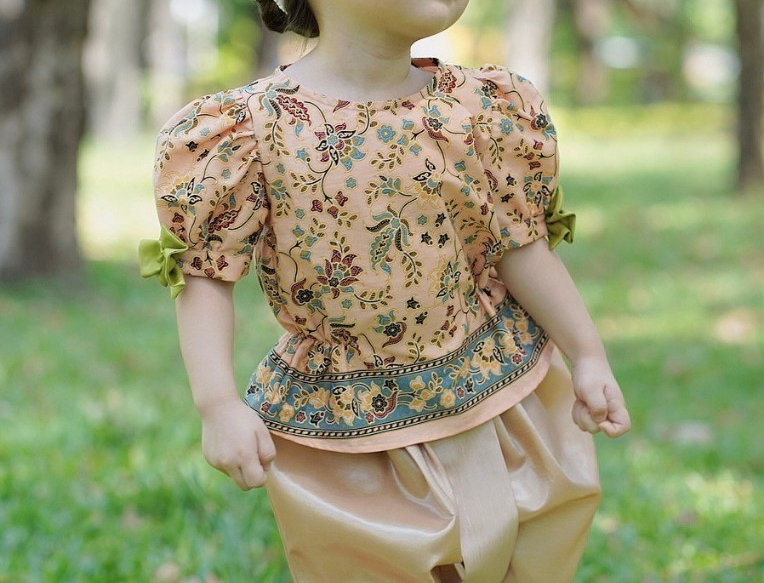 ชุดไทยเด็กหญิง SK2107 - Gold