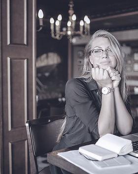 Femme à un bureau
