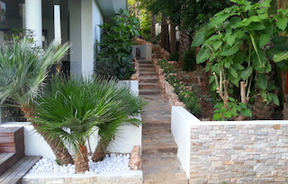 New - side walkway seen from BBQ area.pn
