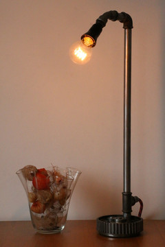 Table LAmp 003