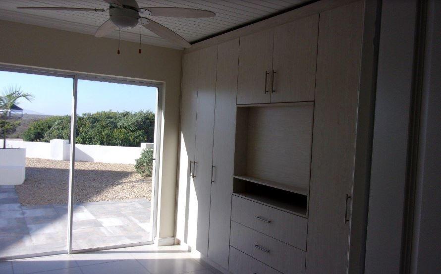 bedroom-overlooking-greenbelt_orig.jpg