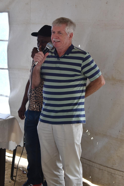 Jeff Thomas from South African Slumdwellers International Alliance (SASDI) greeting the community.