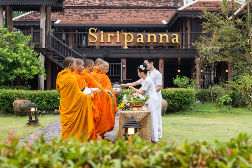 Siripanna Offering-alms-to-monks