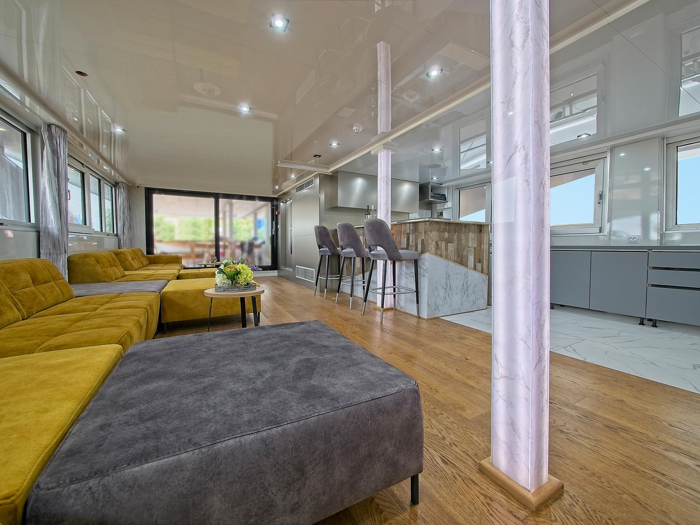 MS Premier Lounge