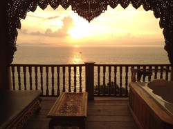 santhiya-your bathtub the perfect sunset view