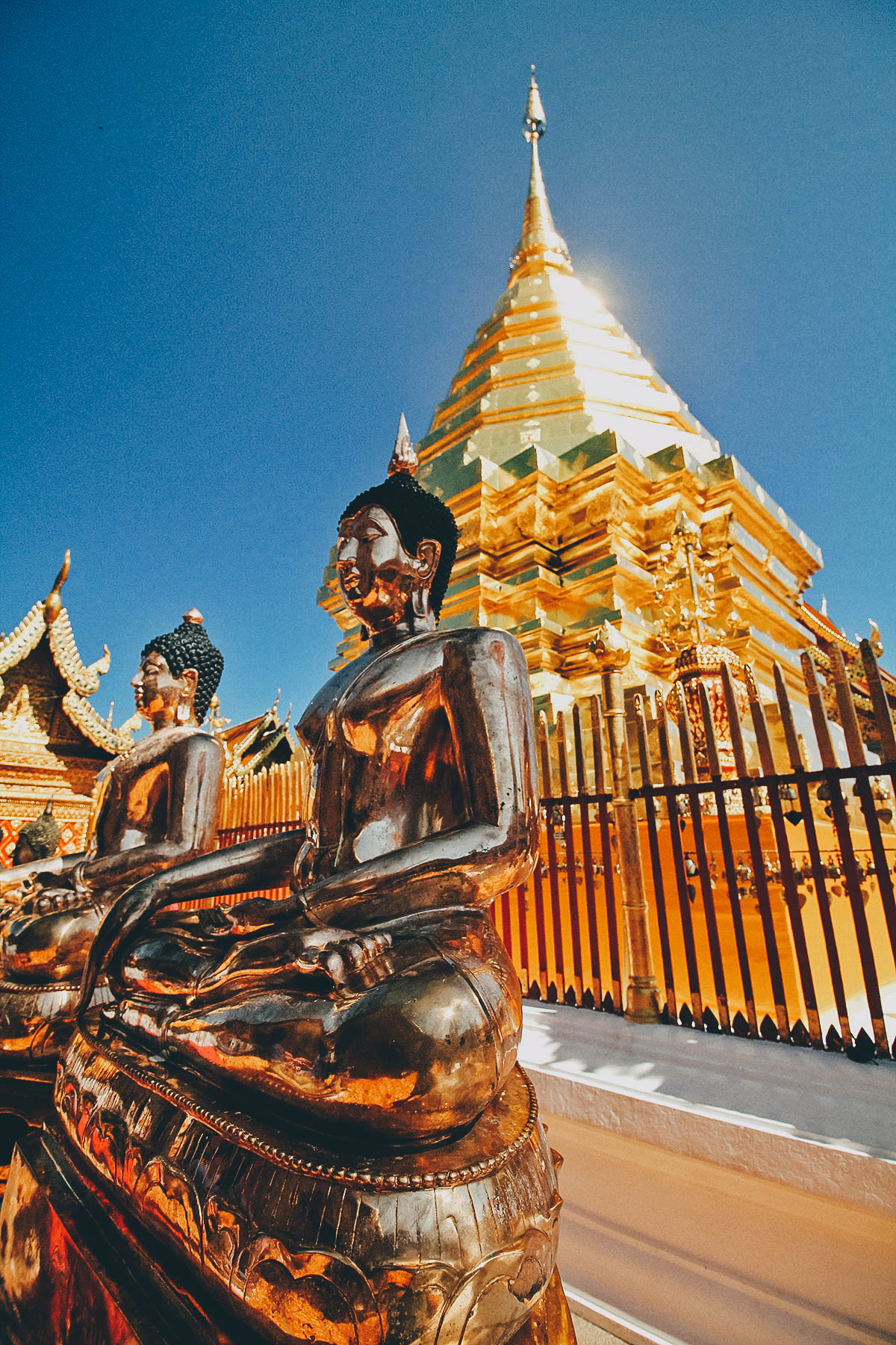 doi-suthep golden Buddha