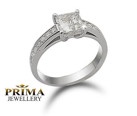 טבעת אירוסין משובצת יהלום פרינסס