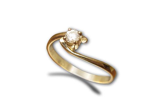 טבעת סוליטייר עדינה בזהב צהוב משובצת יהלום