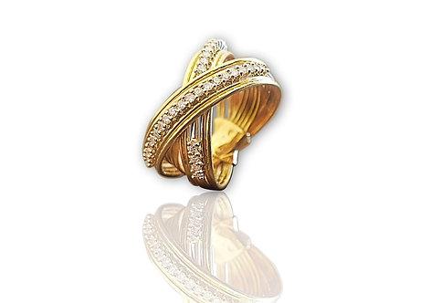 הטבעת יהלומים מעוצבת בזהב צהוב ולבן 18 קראט