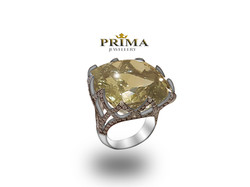 טבעת טופז משובצת יהלומים