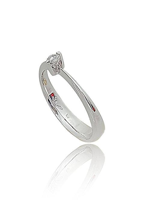 טבעת אירוסין עדינה משובצת יהלום