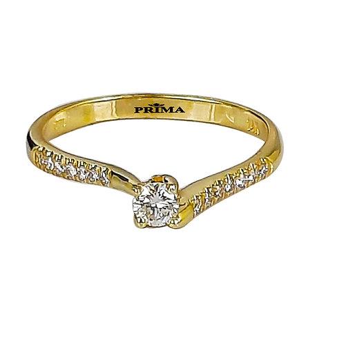טבעת אירוסין עדינה משובצת יהלום מרכזי ויהלומי צד בזהב צהוב