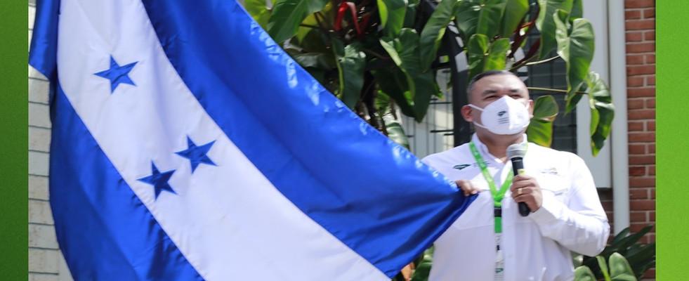 AMHON CELEBRA EL DÍA DE LA BANDERA NACIONAL DE HONDURAS