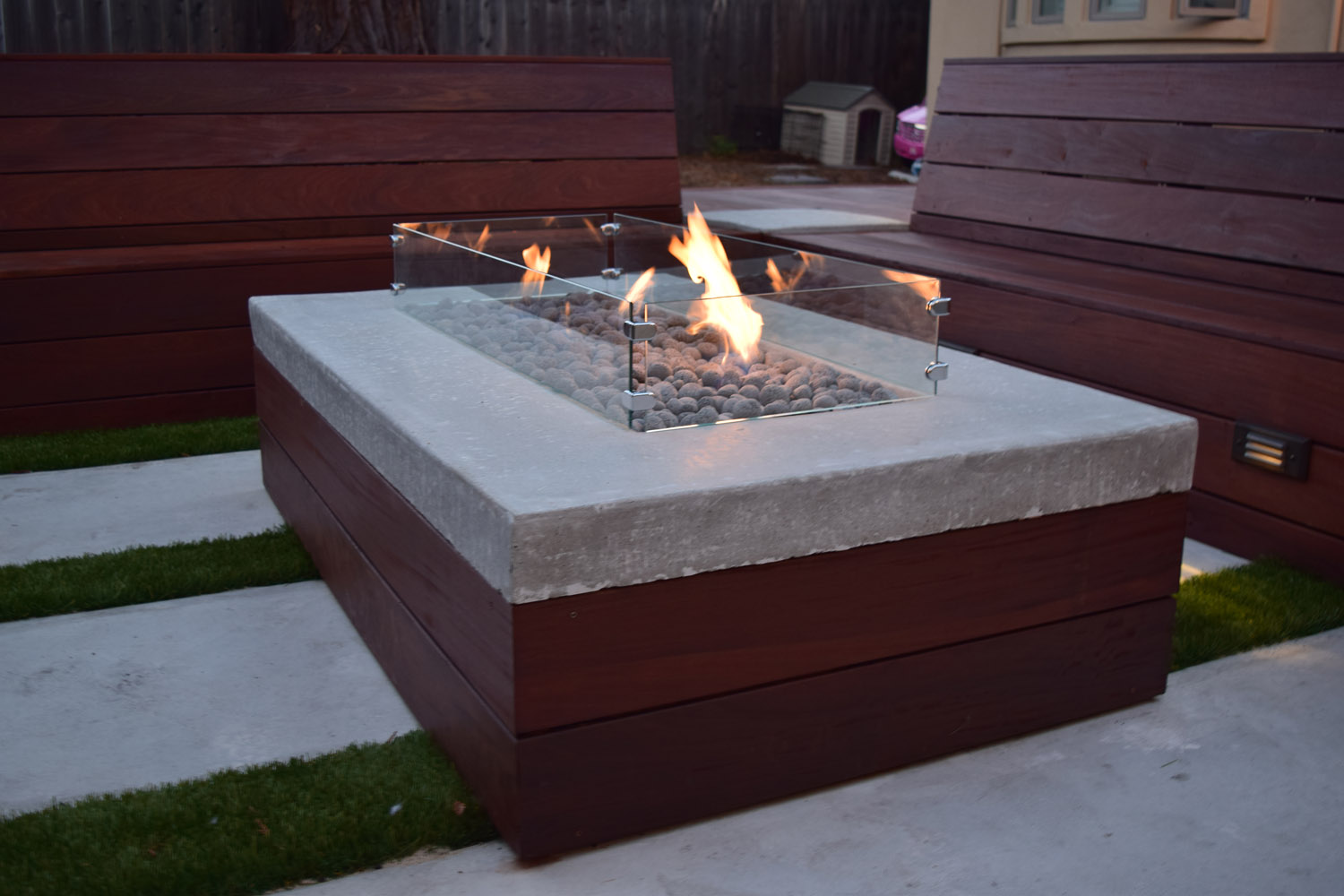 Build-in IPE/concrete fire pit
