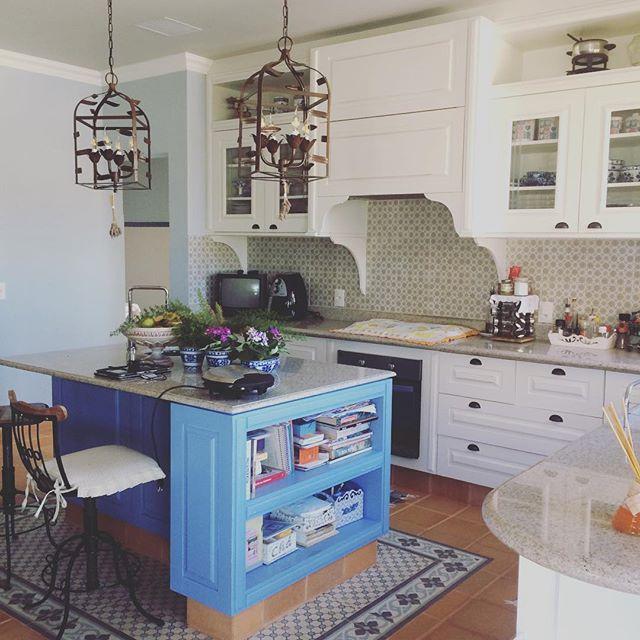 Apaixonada por essa cozinha!! ❤️️Tds os detalhes dos móveis planejados feito com muito amor e carinh