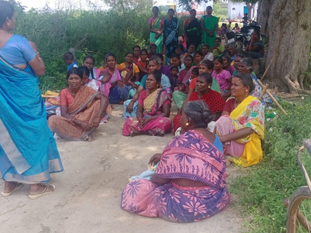 Mobilsing Female Farmers