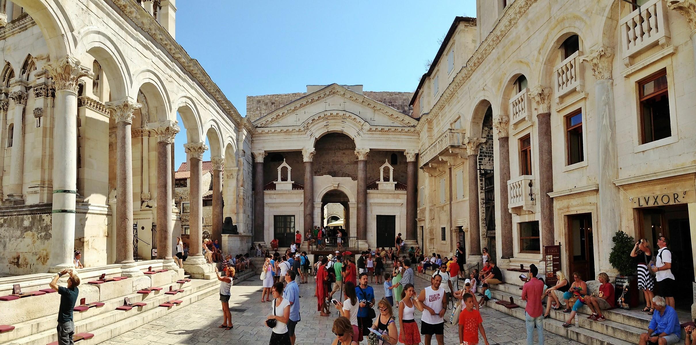 Classic Diocletian palace Split walking tour  (8)