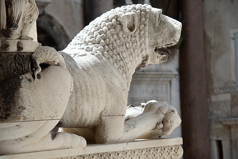 Classic Diocletian palace Split walking tour  (9)