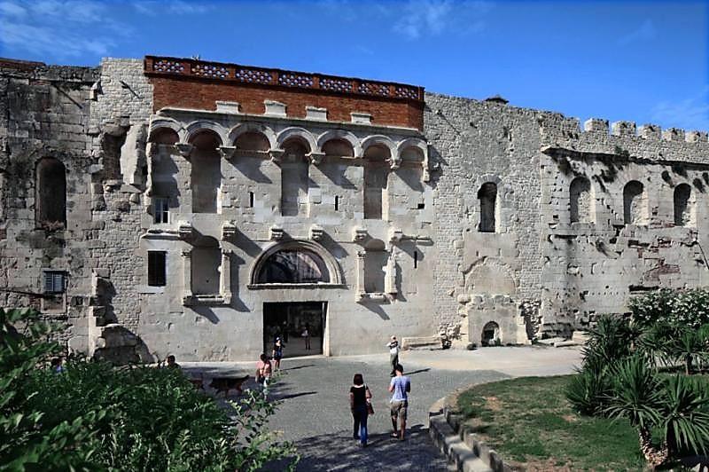Classic Diocletian palace Split walking tour  (16)