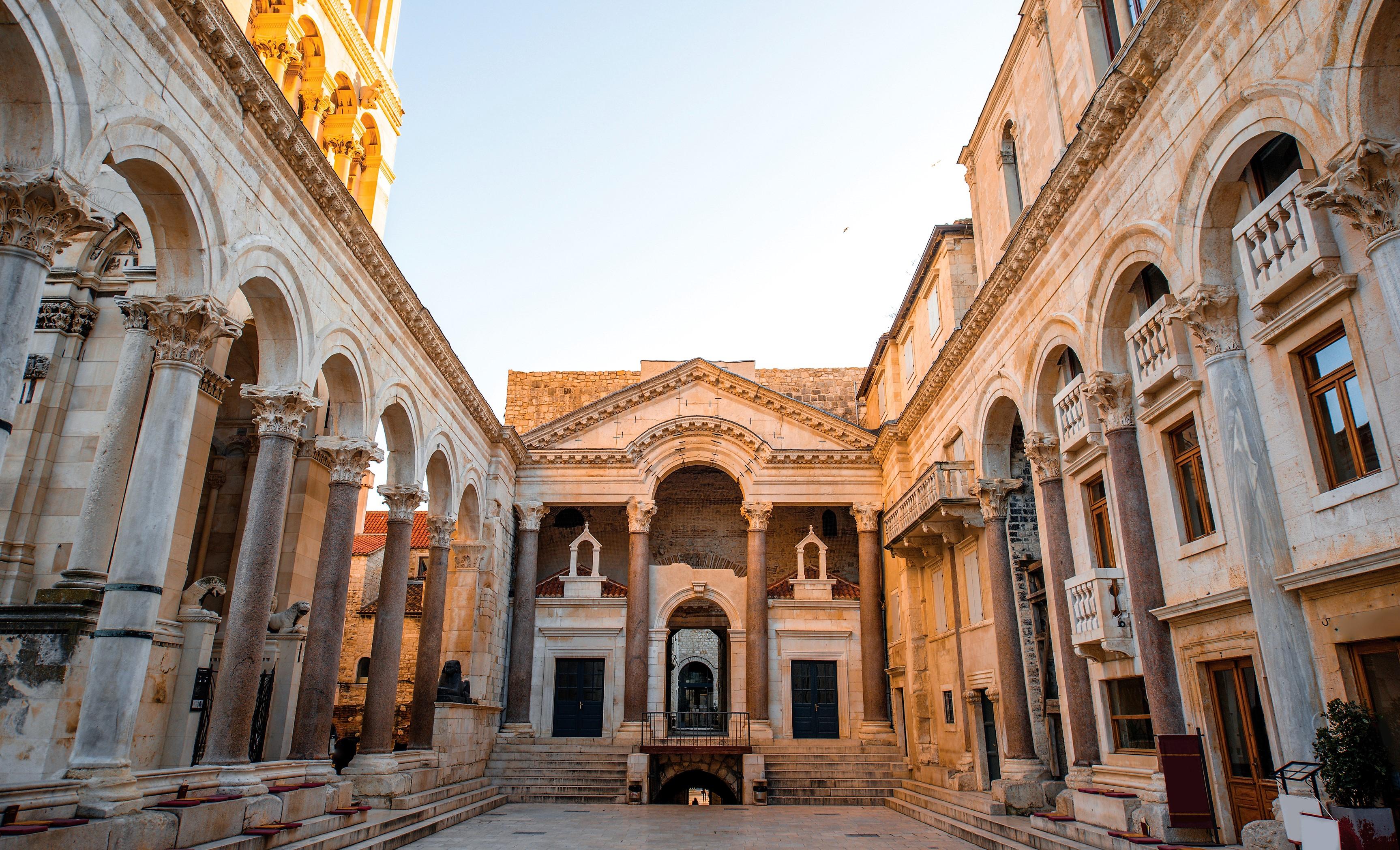 Classic Diocletian palace Split walking tour  (4)
