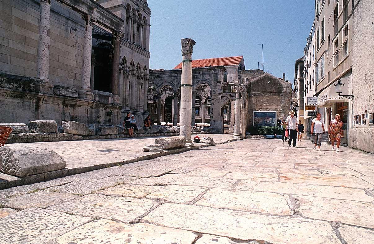 Classic Diocletian palace Split walking tour  (14)