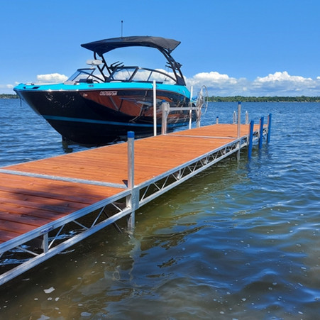 ShoreMaster TS9 with vertical dock bumpers