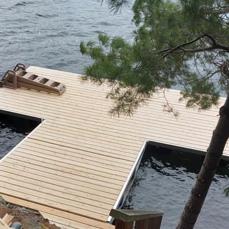 Floating lift dock on Buck Lake