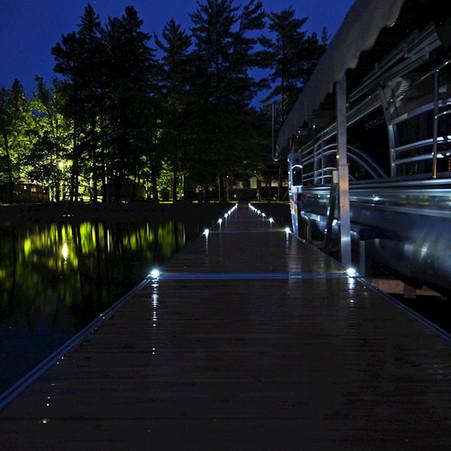 solar-dock-lights-lifestyle-2_1000.jpg