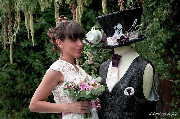 gilet, cravaton, pochette et chapeau du chapelier
