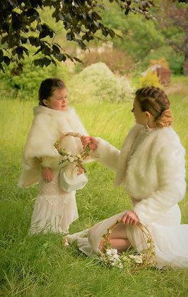 veste et cape mariage en fausse fourrure
