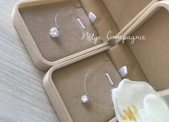 Collier diamant swarovski et son fil transparent