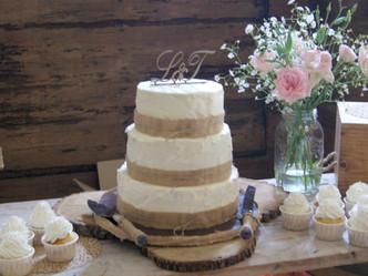 Mesa dulce rústica para una boda en una Villa