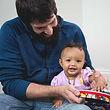 Photo_Kindermusik_baby-girl-dad-drum_Fou