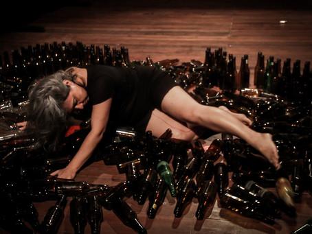 Cineteatro celebra 45 anos de dança de Silvia Moura com exibição do espetáculo Engarrafada