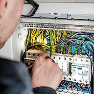 electrician-1080573_1920_edited.jpg