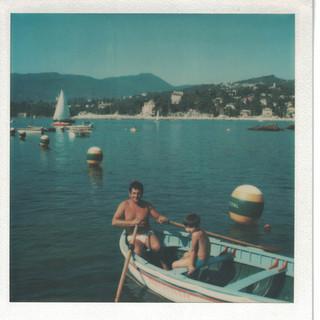 Aldo e il figlio Alessandro sulla barca di salvataggio dei Bristol.